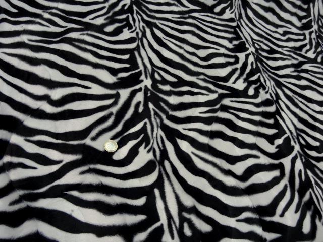 Fausse fourrure poil ras imprime zebre 1