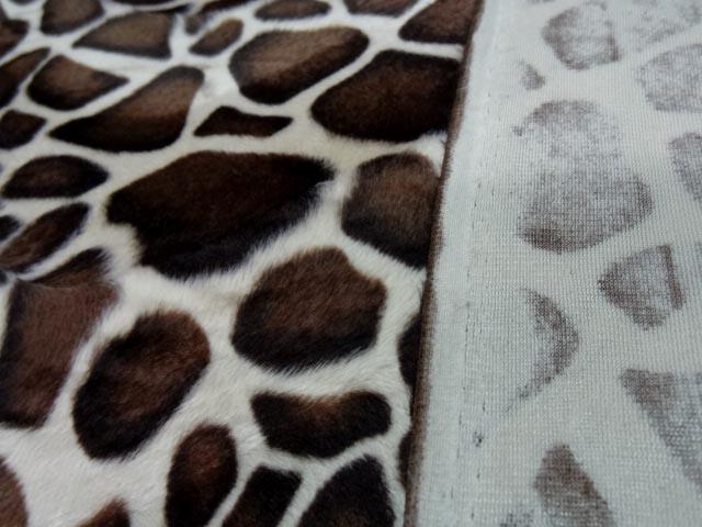 Fausse fourrure poil ras imprimee girafe 4