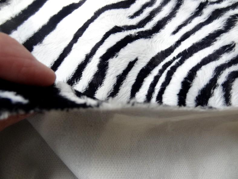 Fausse fourrure rase zebre noir et blanc 3