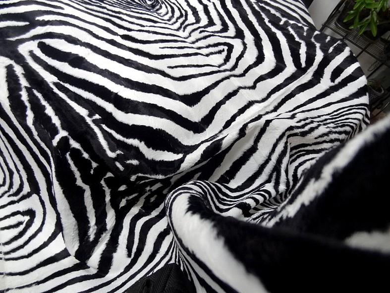Fausse fourrure rase zebre noir et blanc 5