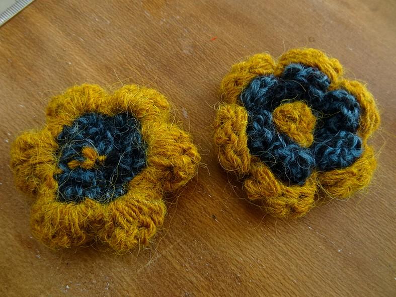 Fleur a coudre mohair ocre bleu canard 1
