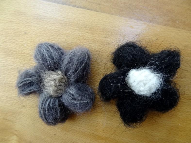 Fleurs en laine 2 coloris