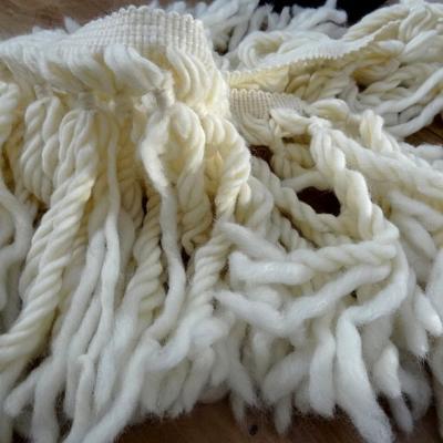 Frange blanc casse en laine ultra longue 1