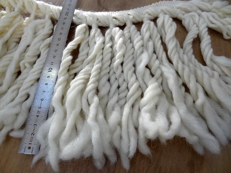 Frange blanc casse en laine ultra longue 2