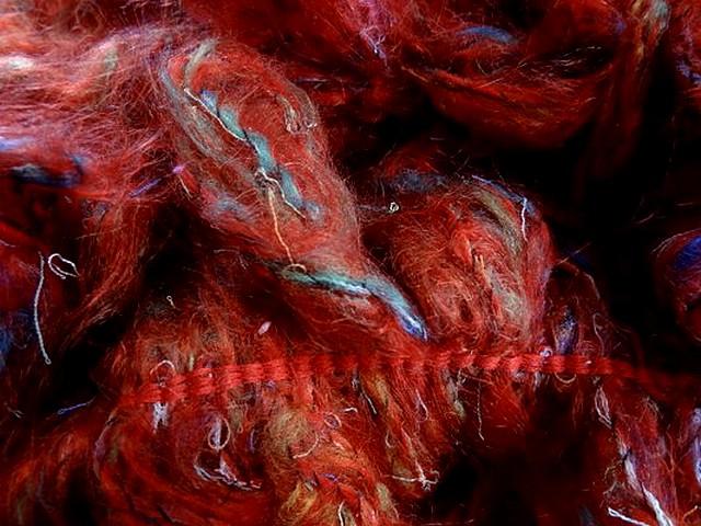 Frange double en laine bouclee rouge chine 4