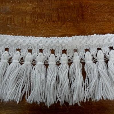 Frange pompons blancs en laine 1