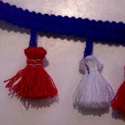 Frange pompons tricolore 2