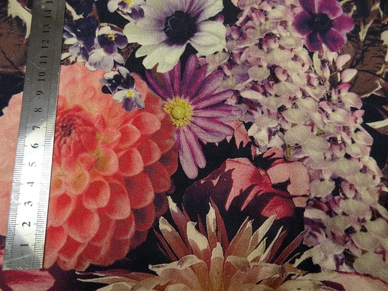 Gabardine bleu nuit bandes fleuri de chysanthemes 2
