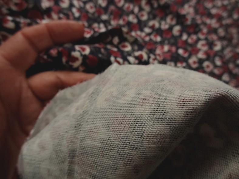 Gabardine coton lycra bleu encre et petites roses 3