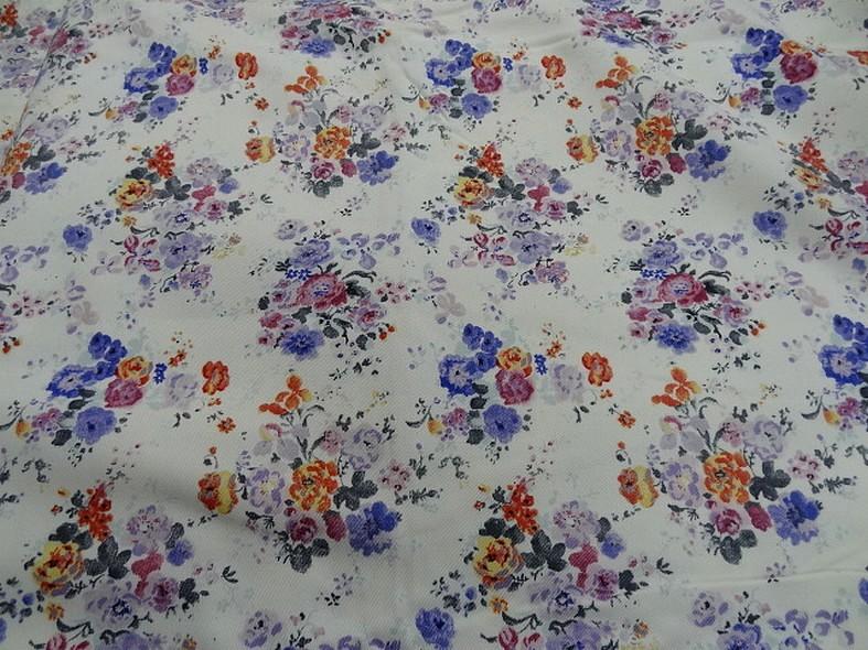 Gabardine coton lycra fond blanc roses et violet 1