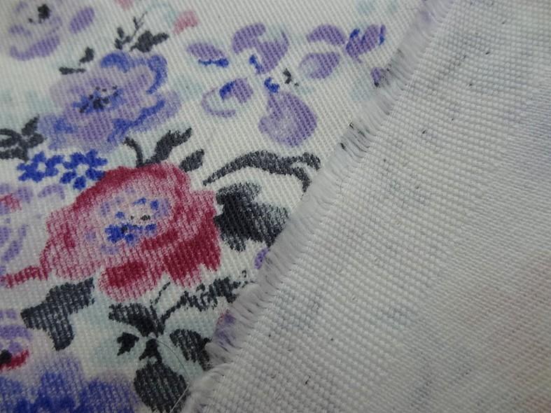 Gabardine coton lycra fond blanc roses et violet 3