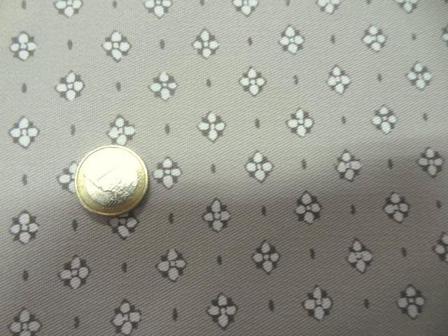 Gabardine coton lycra motif fleurs provencales fond beige 3