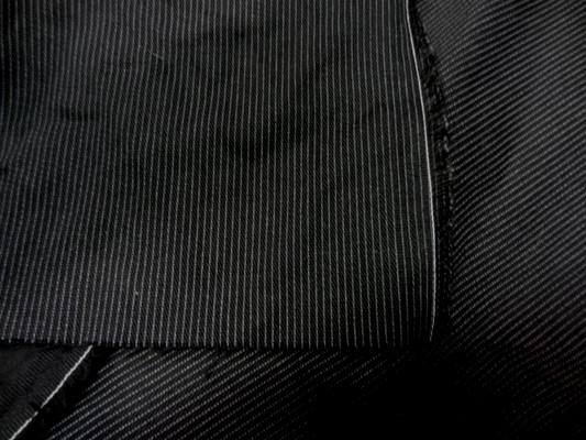 Gabardine coton noir fines rayures 1