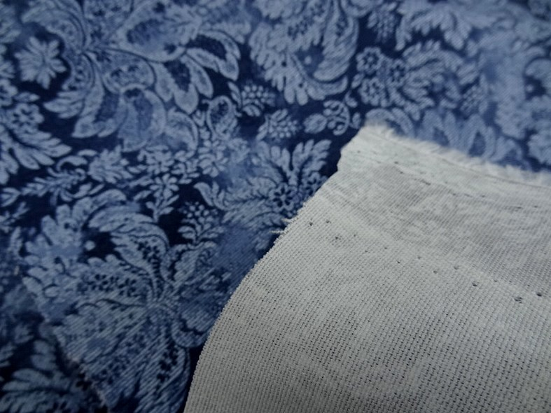 Gabardine motif classique fond bleu de prusse et guede 1