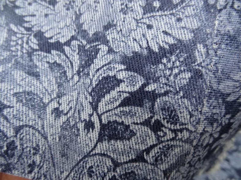 Gabardine motif classique fond bleu de prusse et guede 4