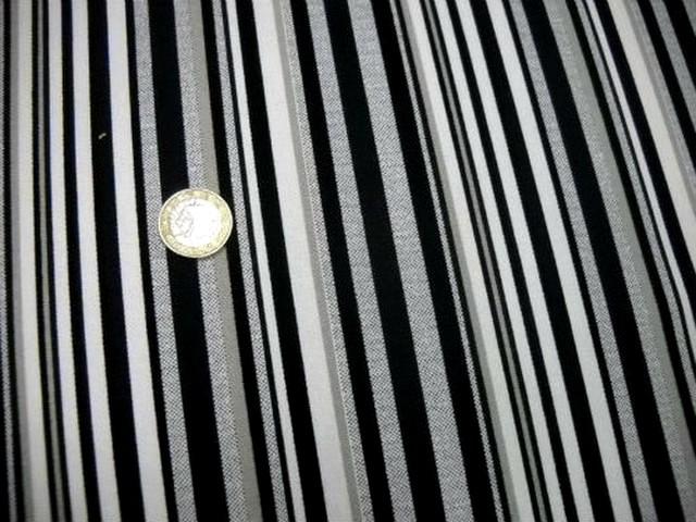 Gabardine rayee blanc noir gris 2