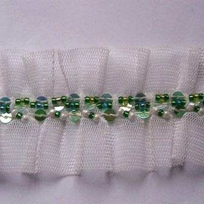 Galon ballet en resille blanche et perles de rocaille vertes 2
