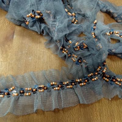 Galon ballet resille gris bleute et perles de rocaille saumon 1