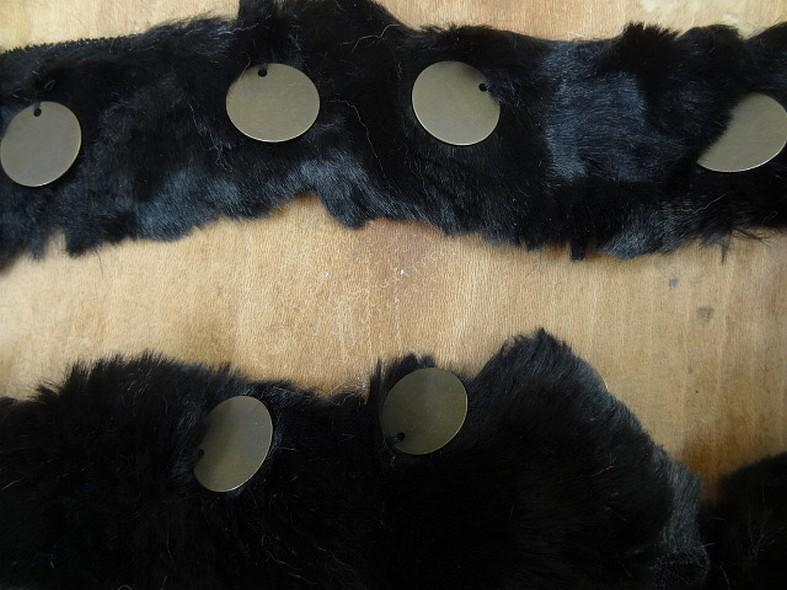 Galon beyla fausse fourrure noir et sequins laiton vieilli