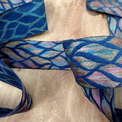 Galon bleu saphir feuillage multicolore 3