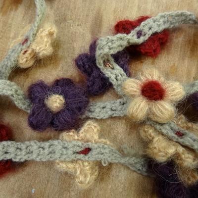 Galon chaine de fleurs en laine et coton 1