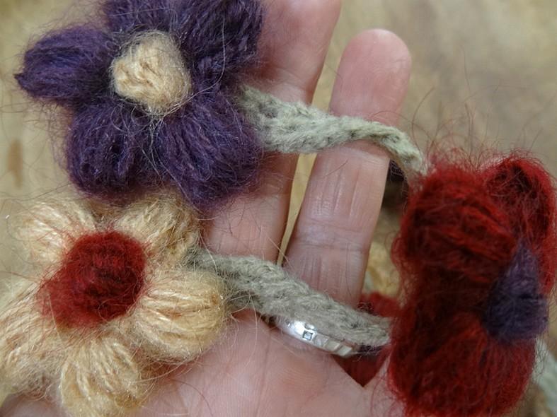 Galon chaine de fleurs en laine et coton 3