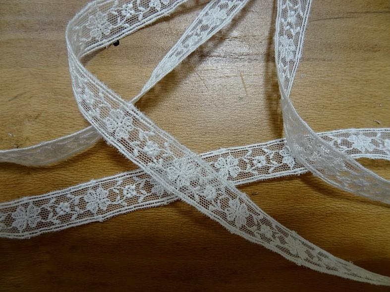 Galon chainette fleurie blanc casse 1
