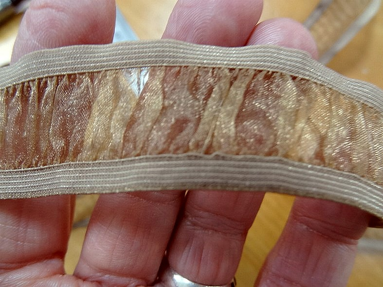Galon elastique en organza miel entre deux ou bretelles 3