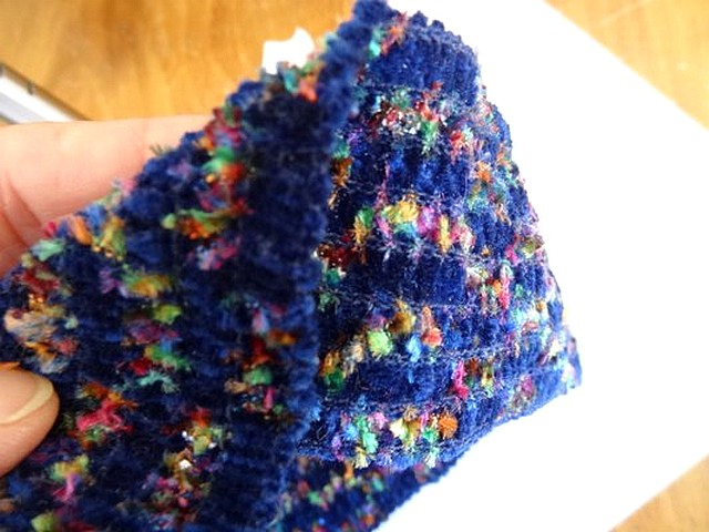 Galon elastique velours chenille bleu tachete 2