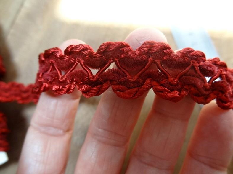 Galon entre deux en rayonne et velours rouge bordeaux 2