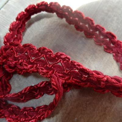 Galon entre deux en rayonne et velours rouge bordeaux