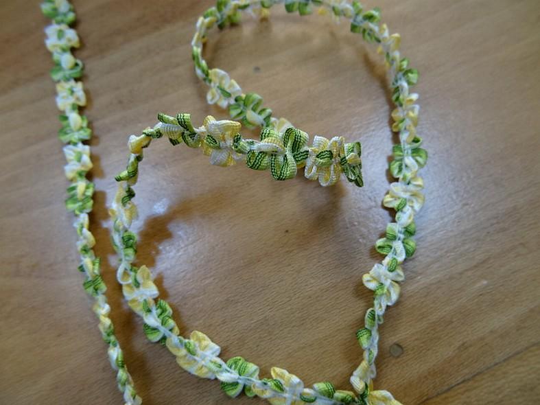 Galon fin vert anis jaune chaine de fleurs 1
