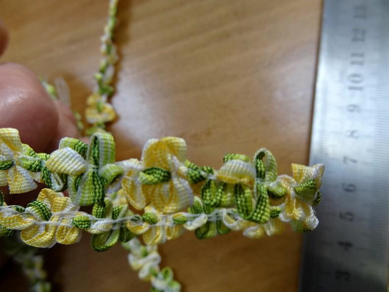 Galon fin vert anis jaune chaine de fleurs 3