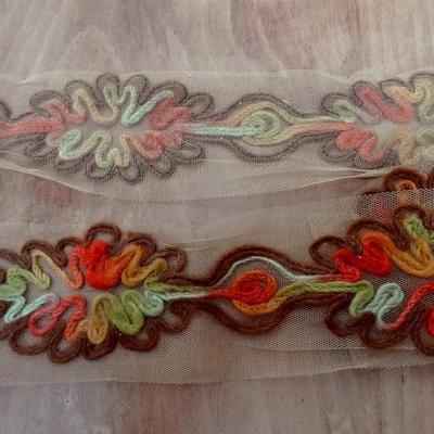 Galon flore laine feutree sur resille kaki ocre 1