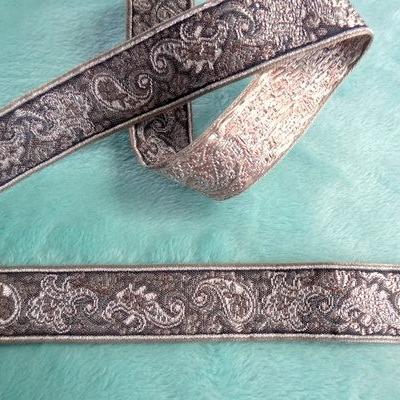 Galon gris motifs cachemire 1