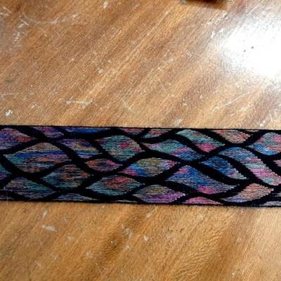 Galon noir feuillage multicolore 1