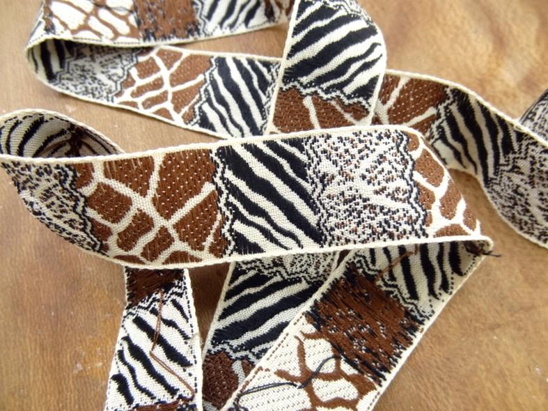 Galon patchwork animaux blanc cassé noir moka