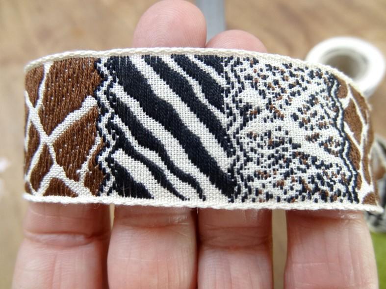 Galon patchwork animaux blanc casse noir moka 3
