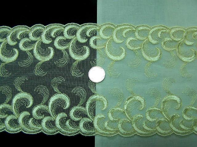 Galon resille dentelle brode beurre motif plumes d autruche 1