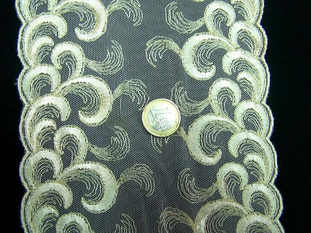 Galon resille dentelle brode beurre motif plumes d autruche 2