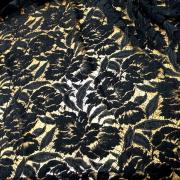 Guipure en laine et soie noire fleurs d hibiscus 1