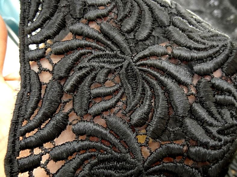Guipure noire epaisse petite lese finition bourdon 4