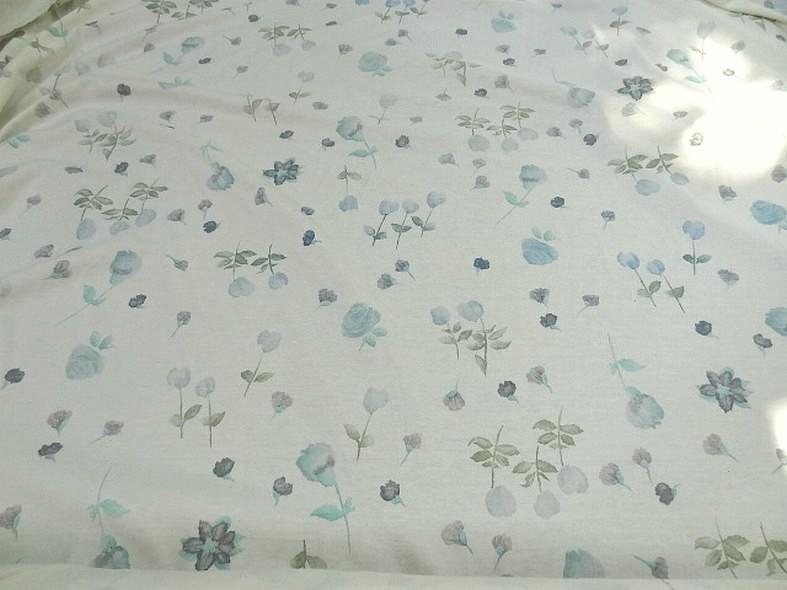 Jersey coton blanc cassé fleuri en camaïeu de bleus