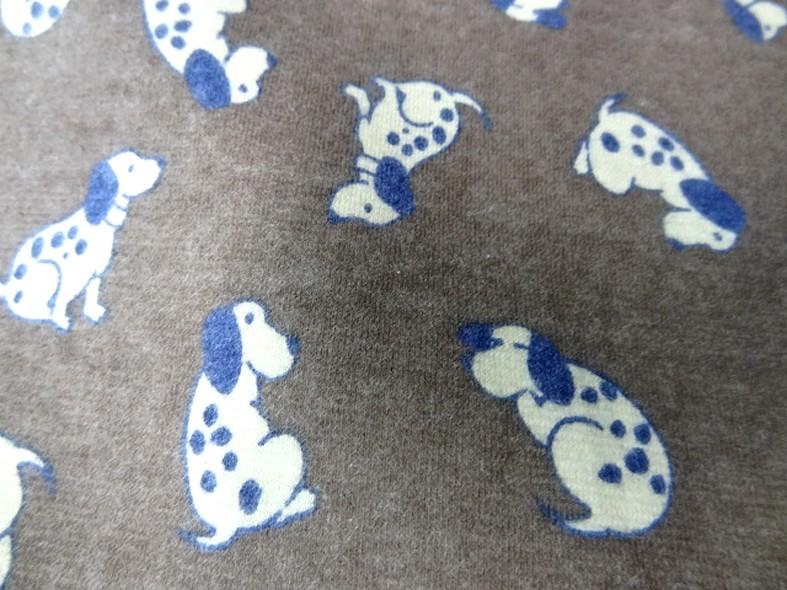 Jersey coton fond taupe chine motifs petits chiens 4