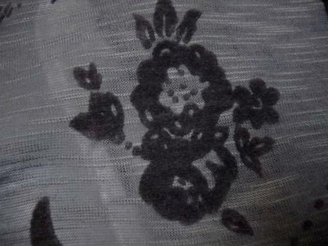 Jersey coton gris motif fleuri taupe 2