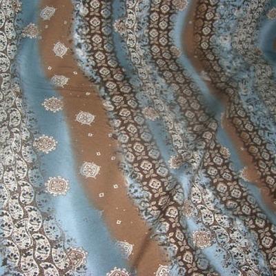 Jersey coton motif frise et fleurs noisette celadon 1