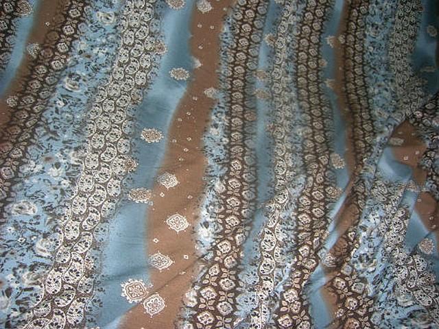 Jersey coton motif frise et fleurs noisette celadon 2
