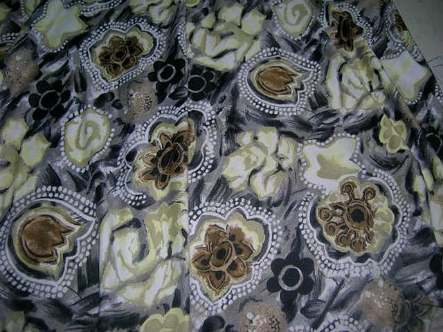 Jersey gris taupe fleurs ocres et noires 2
