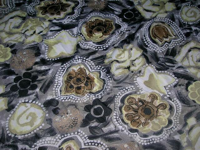 Jersey gris taupe fleurs ocres et noires 3