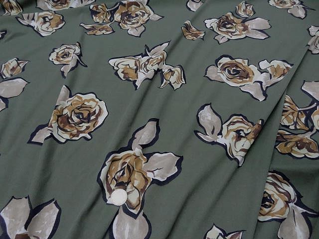 Jersey lycra vert asperge motif fleurs decoupees 1